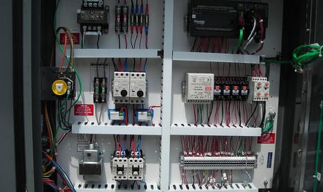 تجهیزات مختلف تابلو برق صنعتی
